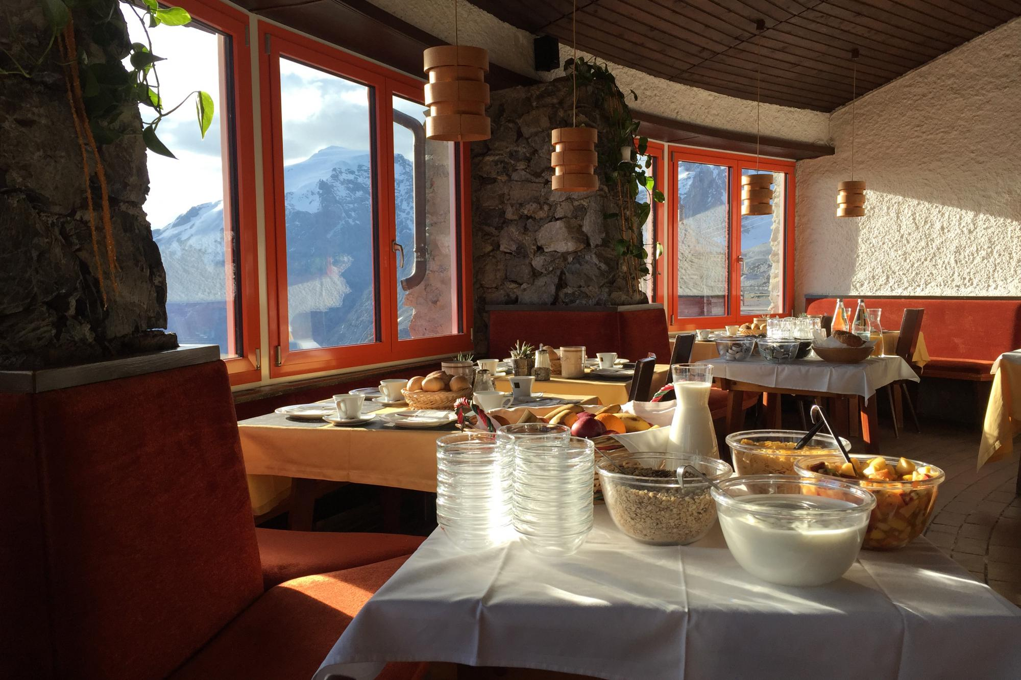 Breakfast & Brunch on the Stelvio Pass – Tibet Hut